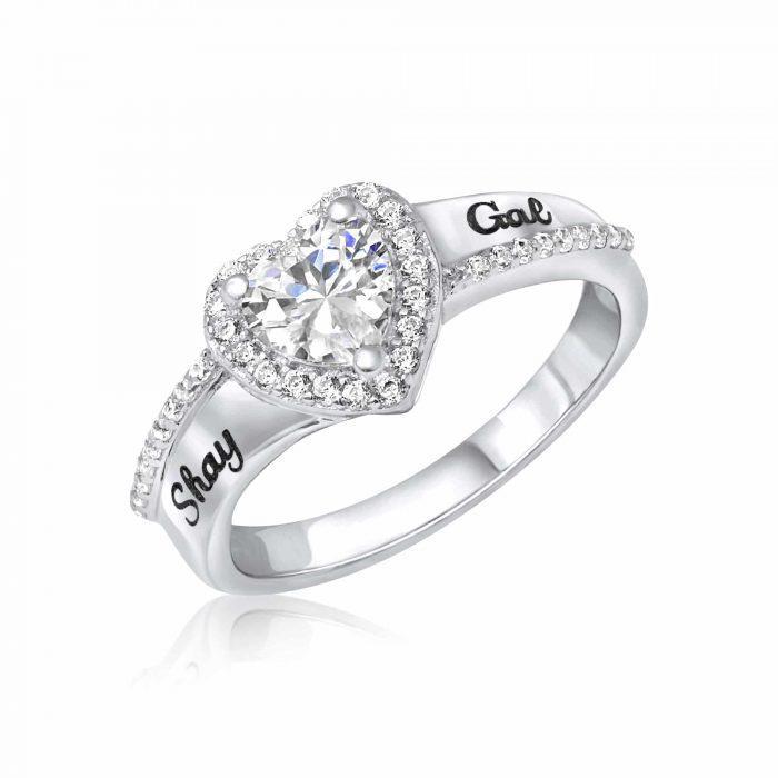 טבעת לב משובצת בזירקונים עם חריטת שמות האוהבים